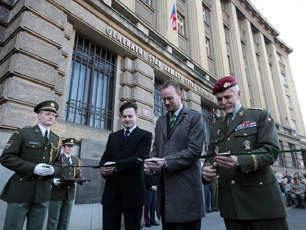 Náčelník generálního štábu Petr Pavel zahájil výstavu s názvem Válečný rok 1915, která se věnuje nejen zásadním bojům na evropských frontách, ale zmiňuje i život v zázemí, roli vědy a techniky a československý odboj v roce 1915. Generální štáb AČR