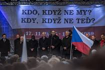 Setkání studentů na pražské Albertově k výročí 17. listopadu.