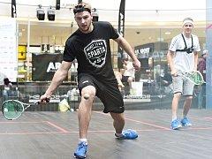 Hokejista Sparty Martin Procházka vyzval nejlepšího českého squashistu Jana Koukala.