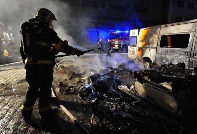 Při požáru obytného karavanu zahynuli dva psi.