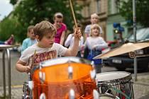 Z prvního ročníku pouličního festivalu Praha žije hudbou.