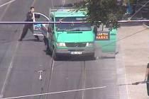Zloděj prchal až na Karlovo náměstí.