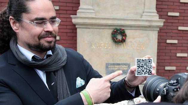 V Praze na Olšanských hřbitovech byl odhalen první QR kód, který propojuje reálné offline prostředí s tím online. Symbolicky se příjemcem QR kódu stal hrob muže, jenž je považován za otce české žurnalistiky - Karel Havlíček Borovský.