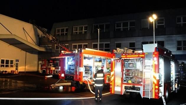 Plameny v kancelářích spolykaly statisíce