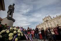 Rektoři a studenti položili věnce u sochy T. G. Masaryka v den státního svátku 28. října.