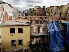 SOUKENICKÁ 25. Pod troskami zahynuli čtyři lidé, zřítily se na ně tři patra rekonstruovaného domu.