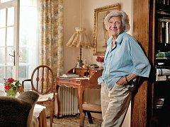 """Tísňová péče není """"jen"""" pro ty, co nutně potřebují péči. Příkladem je jedna z mnoha jejich uživatelek, Františka Garlíková ze Záběhlic. Letos slaví už 93. narozeniny, ale stále je velmi aktivní. Poté, co ovdověla, začala v sedmdesáti letech podnikat."""