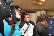 Policejní prezidium v úterý představilo kriminalitu páchanou na seniorech a společně se společností O2 odstartovalo kampaň Nebojte se říkat ne. Na snímku Na snímku kriminalista Miroslav Adamčík.