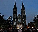 Signál festival – videomapping na Kostele svaté Ludmily.