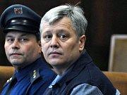 Zakladatel vytunelované stavební firmy H-System Petr Smetka u Vrchního soudu v Praze v listopadu roku 2006.
