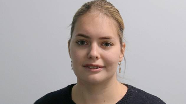 Zdravotní sestra Eliška Beňová se na resuscitačním oddělení v pražské vinohradské nemocnici stará o nejtěžší případy pacientů s covidem-19.