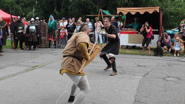 Bohatý program doprovázel 600. výročí první pražské defenestrace. Šermíři se 30. července 2019 představili na Karlově náměstí.
