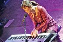 Beth Hart předvedla v pražském Lucerna Music Baru skvělou a pestrou hudební show.