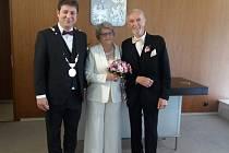 Na Praze 6 oddali pár, kterému je dohromady 174 let.