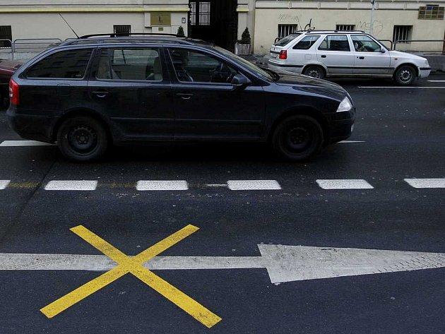 LEGEROVA ULICE. Praze 4 došla trpělivost a požaduje opětovné rozšíření magistrály na čtyři jízdní pruhy.