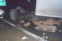Řidič kamionu nepřežil srážku s osobákem na D5 před Prahou