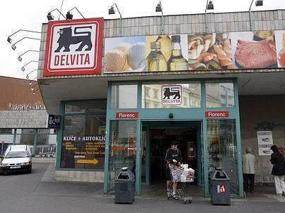 OPĚT SE PRODÁVÁ. Billa otevřela včera pod svou značkou 97 někdejších supermarketů, kreré vlastnila Delvita. Na snímku obchod na Florenci.