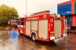 Dobrovolní hasiči Prahy 8 čerpali vodu ze zatopeného suterénu Polikliniky Mazurská.