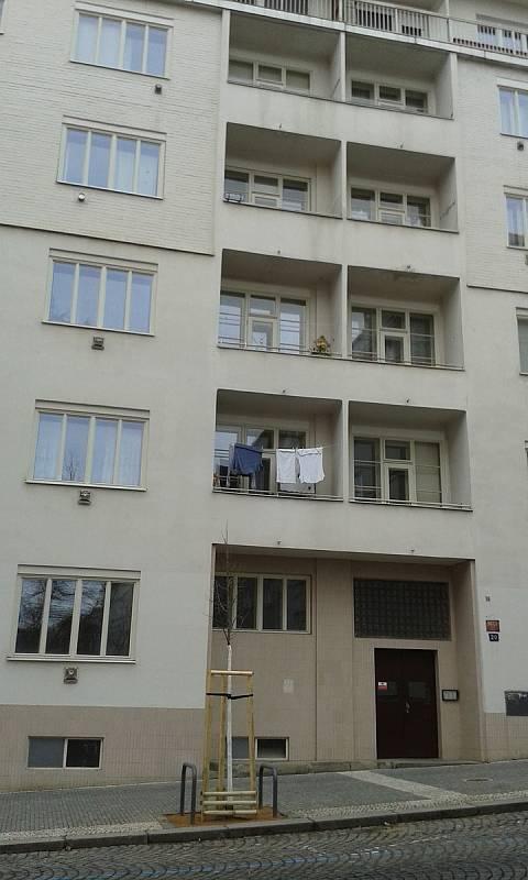 Radhošťská 20, ve čtvrtém patře bydlela od roku 1928 rodina Baranových.