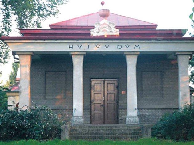 HUSŮV DŮM. Církevní budova se možná dočká nového využití.