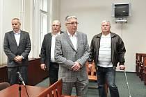 Soud se čtveřicí mužů, kteří měli mít 21. listopadu 1993 v Hadovité ulici v pražské Michli na svědomí nájemnou vraždu.