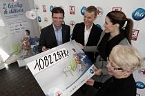 Ze slavnostního zakončení charitativní kampaně s názvem Z lásky k dětem v prodejně Kauflandu na pražském Jarově.