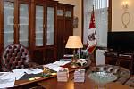 Den otevřených dveří v pracovně hejtmana, sekretariátu a zasedací místnosti krajské rady. Na snímku pracovna hejtmana.