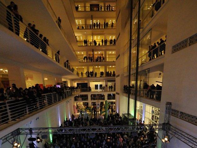 V pražském Veletržním paláci byly v pátek 5. února 2016 zahájeny oslavy 220. výročí Národní galerie.