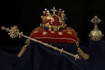 ŠANCE VIDĚT ORIGINÁLY. Po pěti letech se dostanou korunovační klenoty opět mezi obyčejné smrtelníky.