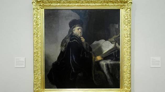 Obraz Učenec ve studovně - Restaurovaný Rembrandtův obraz Učenec ve studovně se vrátil do výstavních prostor Národní galerie ve Šternberském paláci v Praze.