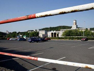 STÁNKY MÍSTO AUT. Před krčskou nemocnicí má vzniknout náhrada za zrušenou pankráckou tržnici, pacienti přijdou o parkovací místa.