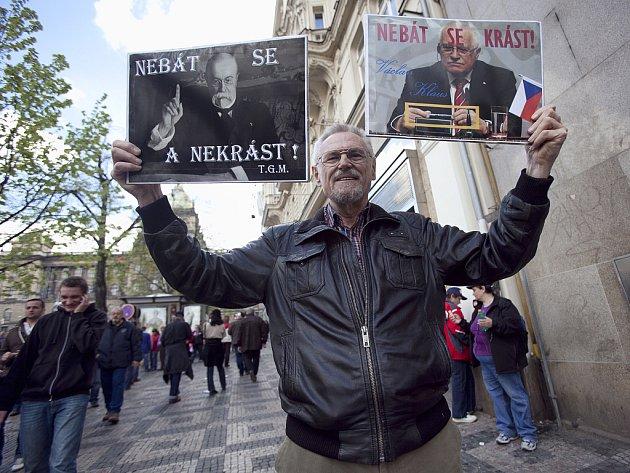 Z demonstrace, která se konala v sobotu 21. dubna 2012 na Václavském náměstí v Praze.