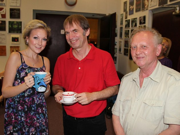 Operní pěvkyně Christina Johnston, dirigent Richard Hein a kouč Jiří Kotouč v přestávce natáčení nového CD.