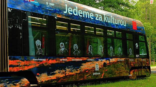 Tramvaj s názvem Kultura jede zdobí obraz Pohled na Prahu od Ládví z roku 1908 impresionistického malíře Antonína Slavíčka. Doplňuje jí 18 portrétů českých umělců, nechybí například Božena Němcová, Franci Kafka či Václav Havel.