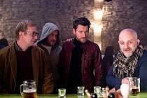 Žluté kino dnes promítá českou komedii Prvok, Šampón, Tečka a Karel.