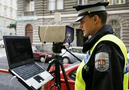 Město chce na výběr pokut za rychlou jízdu více strážníků.
