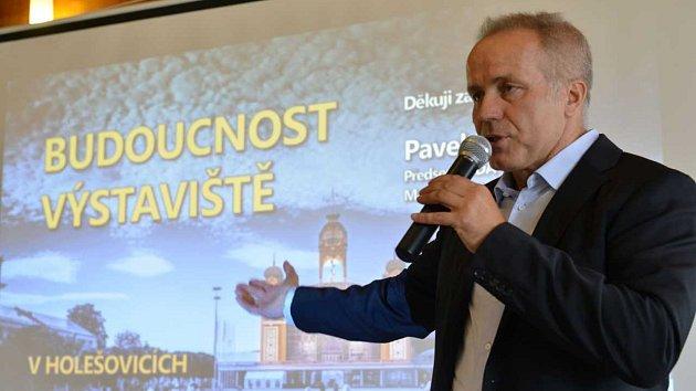 Kandidát na pražského primátora Pavel Sehnal (ODA) se kvůli zneužití jména Miloše Formana dostal do sporu se syny slavného režiséra.