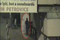 Pachatel, kterého se podařilo přistihnout díky pozornosti obsluhy kamerového systému, je nyní podezřelý ze spáchání trestného činu