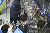 Neznámý muž utrácel na Žižkově s cizí kartou v ruce.