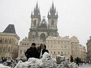 Turisté na Staroměstském náměstí. Ilustrační foto.