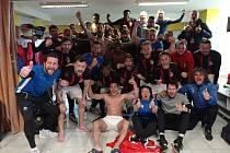 V kabině Žižkova bylo po derby na Dukle hodně veselo, slavilo se vítězství 2:1.