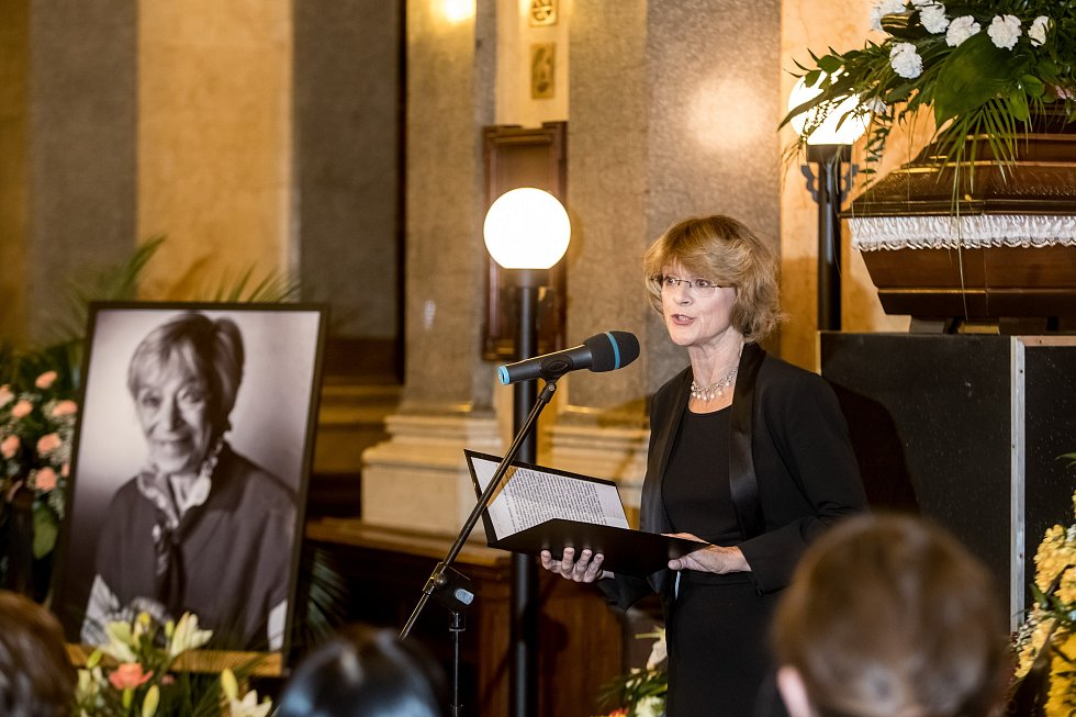 Poslední rozloučení s herečkou Lubou Skořepovou se uskutečnilo v pražském Národním divadle