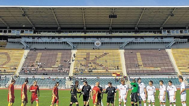 DUKLA NELÁKÁ. Průměrné návštěvnosti 676 diváků na legendární Julisce se přibližuje leckterý divizní tým.