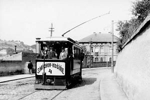 Tramvaj – Starosta Košíř Matej Hlaváček vybudoval na vlastní náklady elektrickou dráhu mezi Smíchovem a Košířemi. Stavbou se ale velice zadlužil a v roce 1897 se v hotelu Platýz zastřelil. Jeho pohřbu se zúčastnilo deset tisíc lidí.