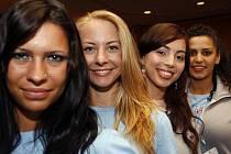 MISS DEAF. V Top hotelu Praha se ve středu uskutečnila zkouška choreografie finálového večera Miss Deaf World 2009. V sobotu se zde utká jednadvacet nejpůvabnějších neslyšících dívek z celého světa.