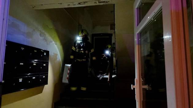 Tragický požár v pražských Nuslích – v bytě byl nalezen mrtvý starší muž.
