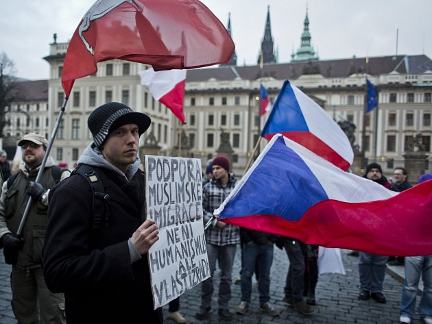 Na 600 stovek lidí se zúčastnilo 16. ledna v Praze protiislámské demonstrace.