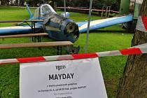 Projekt Mayday: vrak letadla v parku na Karlově náměstí v centru Prahy.