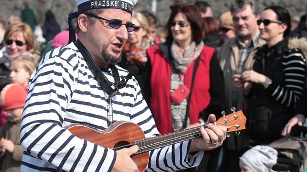Den Vltavy na pražské náplavce 21. března.