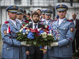 Památku oběti politických procesů Milady Horákové si lidé připomněli 27. června ve věznici na pražské Pankráci, kde byla před 65 lety popravena.